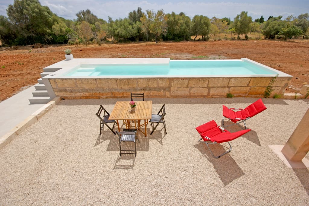 Mobiliario exterior y piscina