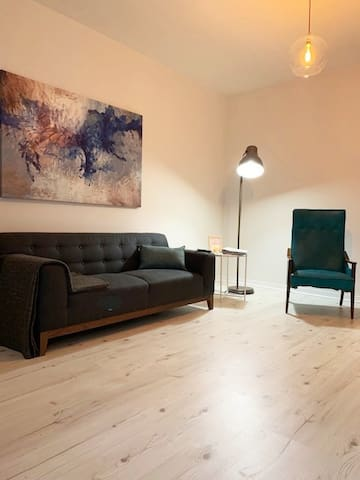 Spacious Apartment in the heart of Mile-Ex