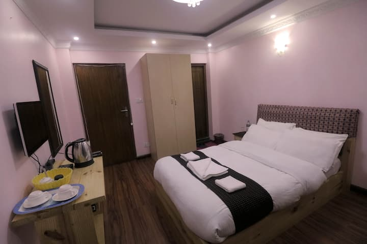 Double Room With Private Bathroom and Balcony