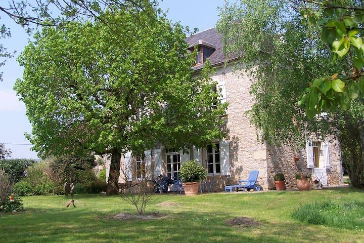 Balade en vallée de la Dordogne lotoise - Creysse - Gästhus