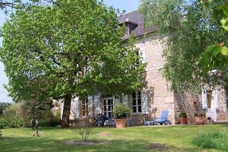 Balade en vallée de la Dordogne lotoise - Creysse - Gjestehus