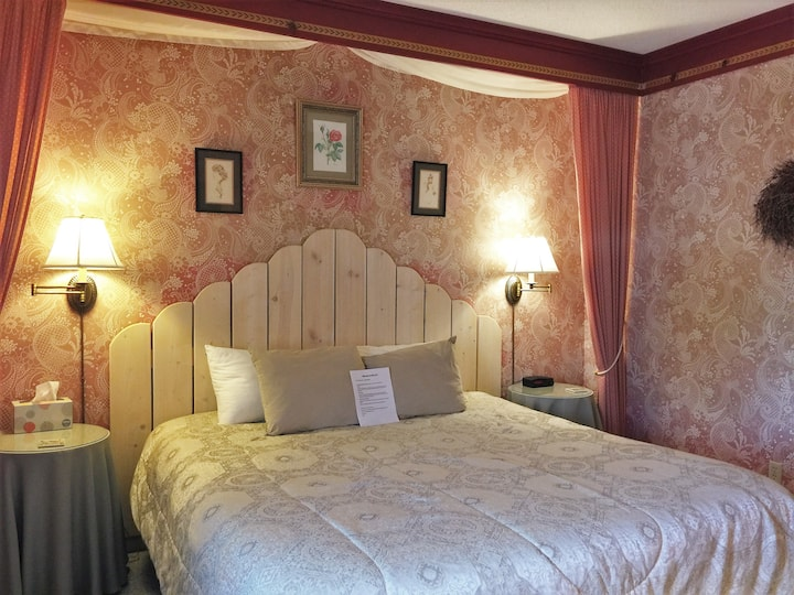 Mrs. B's Historic Lanesboro Inn - Room 3