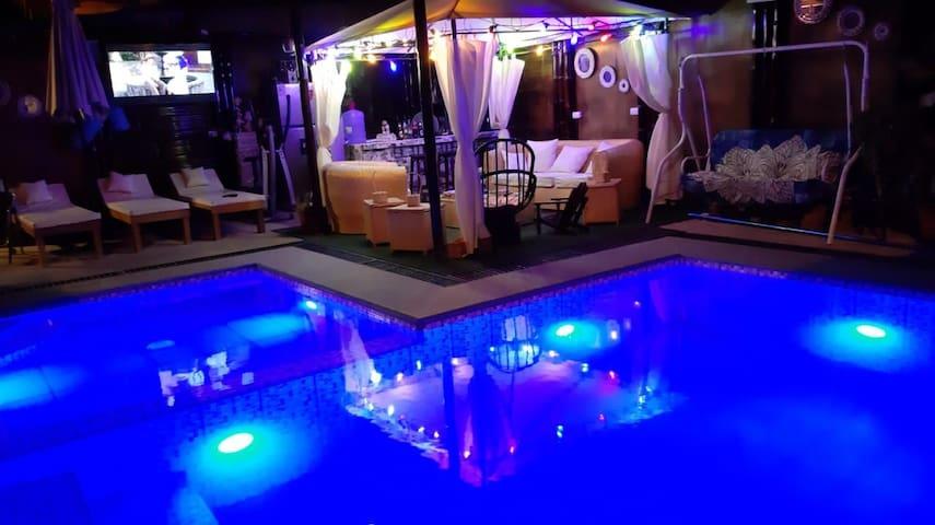 Habitación Doble,con baño privado, Piscina,TV,wifi