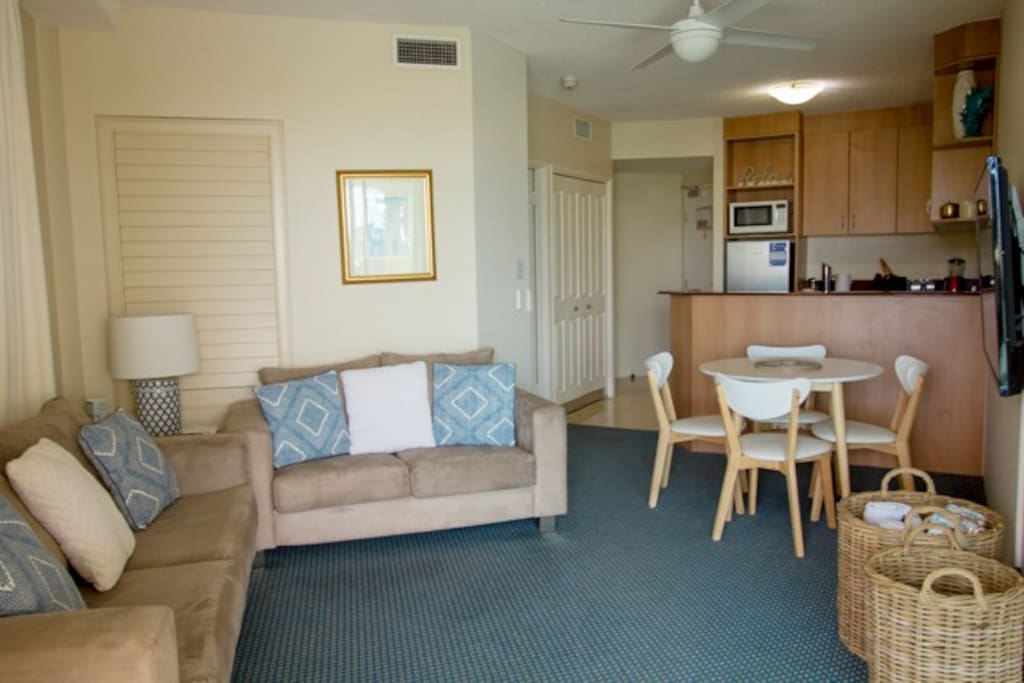 Living Area & Dining