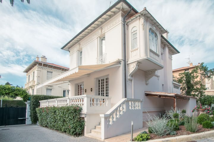 Mansion 300m walk from beaches in Beaulieu-sur-mer