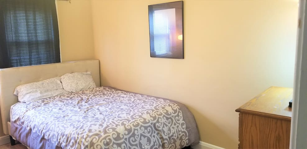 Great room in Cozy Catonsville.
