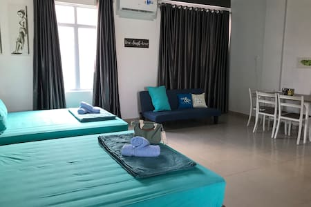 Near Airport, 1 big Bedroom for 5 pax. Free pickup