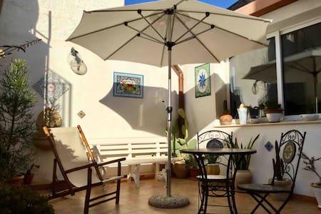 Joli studio avec terrasse à Mazara