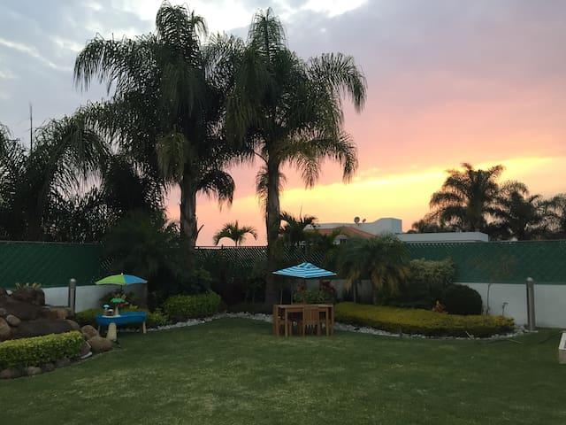 Hermosa y espaciosa residencia en Lomas de Cocoyoc - Lomas de Cocoyoc - Hus
