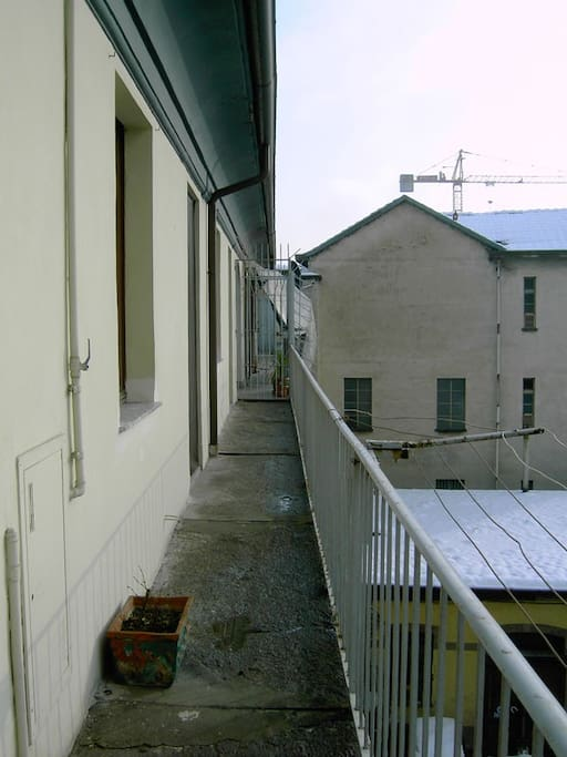 balcone - balcony with a cherry-tree in front (not visible)