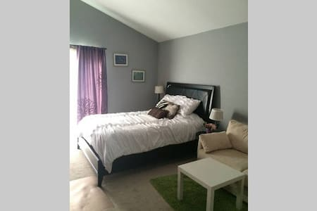 Comfy 2 bdrm house for 2-6 people! - Placentia - Talo