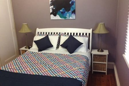 BEAUTIFUL PLACE TO STAY WITH FRIENDLY PEOPLE - Northmead - Bed & Breakfast
