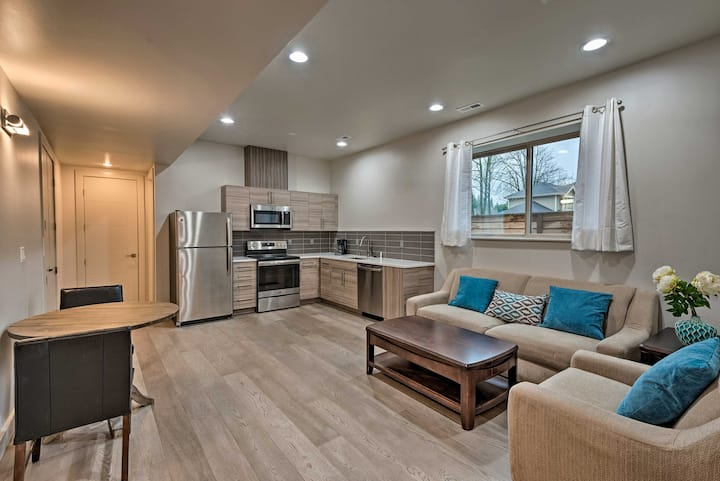 NEW! Chic Apt 5 Mi from Wineries, 14 Mi to Seattle