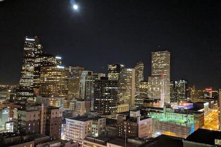 Downtown Denver condo w/ Balcony