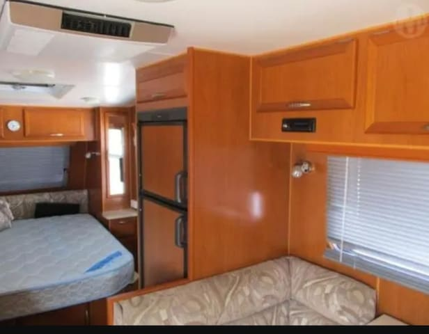 Self contained motor home in Hawthorne