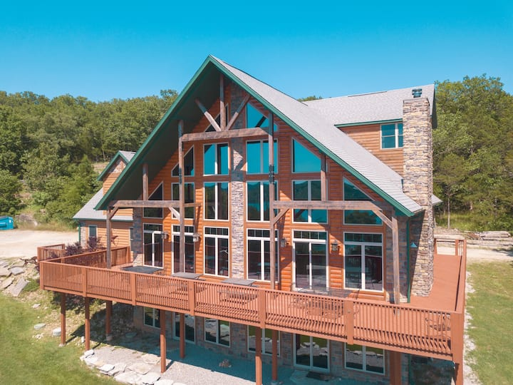 ☀️  🌻  SPRING  SPECIAL ☀️  🌻   🦌-  (BOOK 2 NIGHTS & GET A FREE NIGHT)   8BR & 6.5BA -Sleeps: 34   -Table Rock Lake 🛥️  -Sunset 🌄  - Game Room 🎱