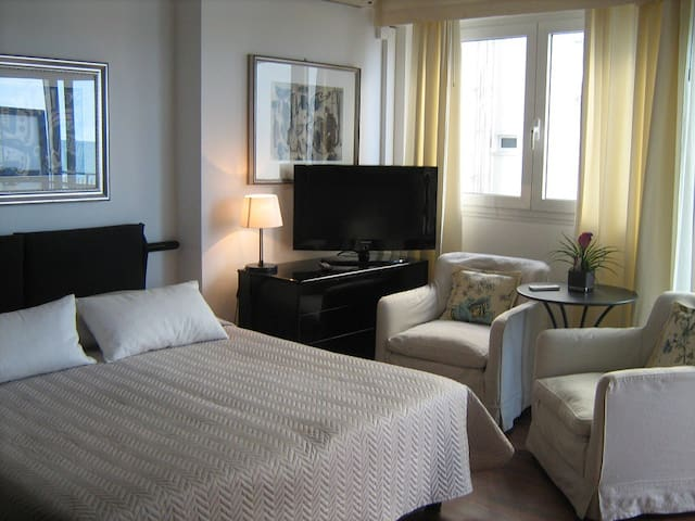 Studio Apartment with balcony overlooking the sea! - Lido di Jesolo - Apartamento
