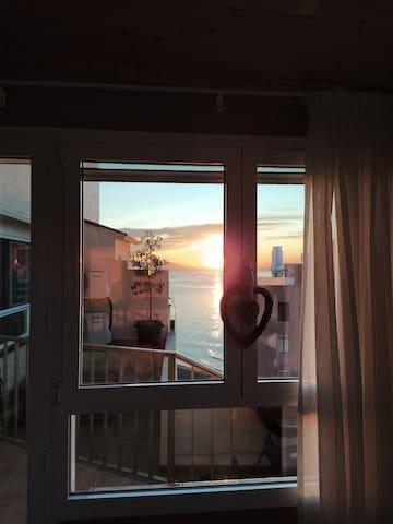 Disfrutar del amanecer desde el sofá del salón y con estas vistas, lujo total!!