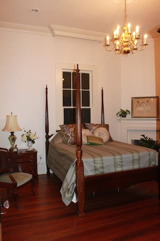 Luxury Suite in 1890's Mansion