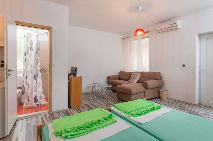 Apartments Sany -Lovely Studio Apartment