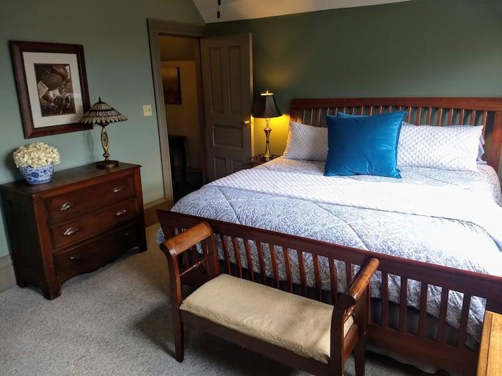 Tipton Suite - Stone Gables Inn