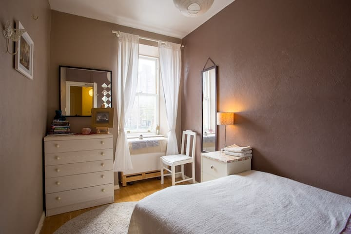 Room in Royal Mile Flat in the heart of Old Town