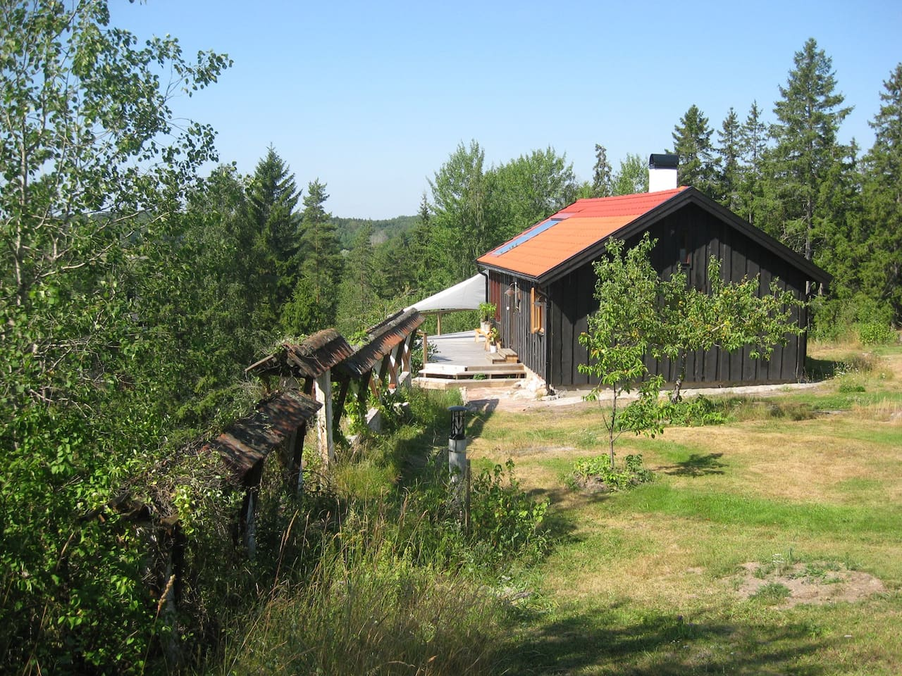 A new cottage in an undisturbed position and a wide view.