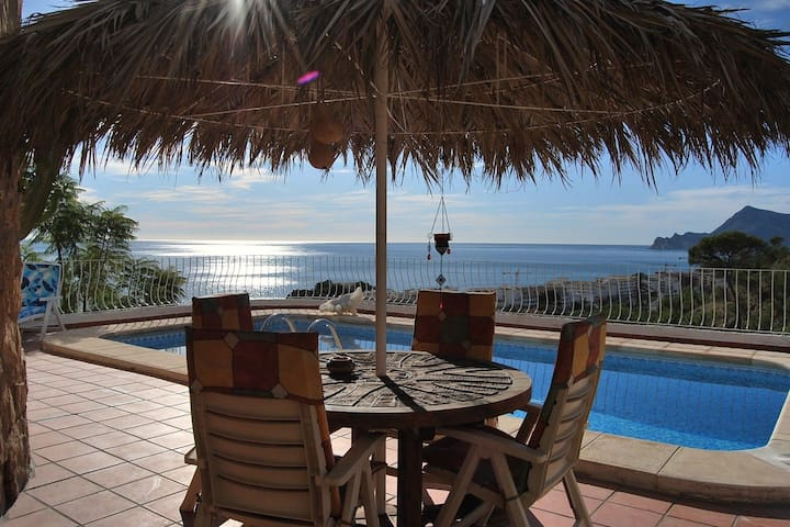 The 7th Heaven, romantic villa with panoramic view