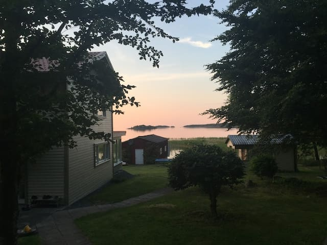 Secluded summerhouse with private beach, Vänern - Lidköping - Hus