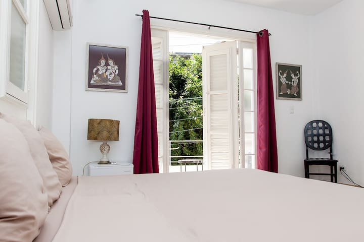 2 independent rooms in the heart of Vedado.