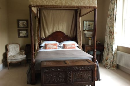 Large room with four-poster bed - Bodenham - Rumah