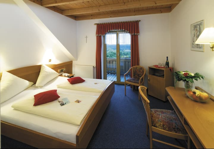 Panorama-Hotel am See (Neunburg vorm Wald), Doppelzimmer mit Seeblick