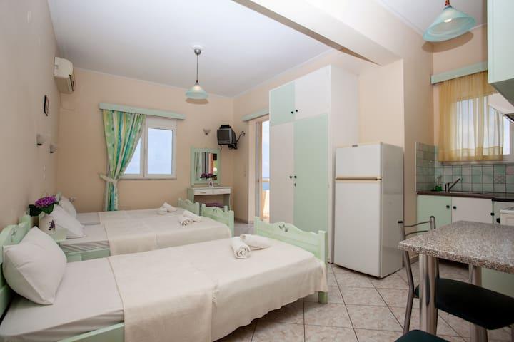 Three beds apartment-amazing sea view!