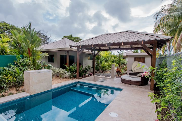 J5 Luxury 2 bdrm Villa w/Incredible garden - Uvita - House