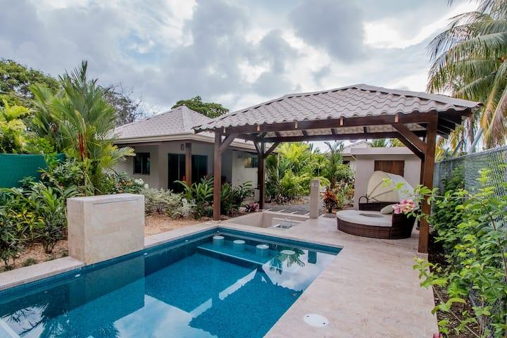 J5 Luxury 2 bdrm Villa w/Incredible garden