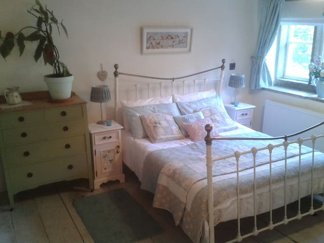 Robin Cottage, grade II listed, sleeps 4, Central