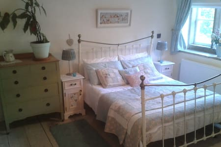 Robin Cottage, grade II listed, sleeps 4, Central - Holmfirth - 独立屋
