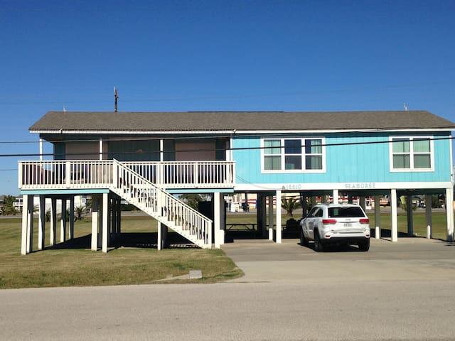 Beachside, 2nd row, 4 bedrooms, Ocean views - Jamaica Beach - House