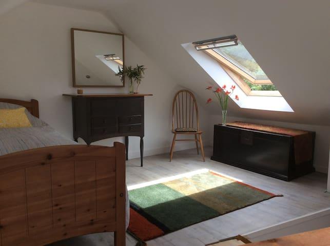 Comfy bright double or twin room near Edinburgh