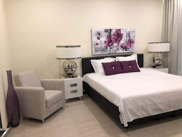 Gorgeous Master Bedroom, King Bed