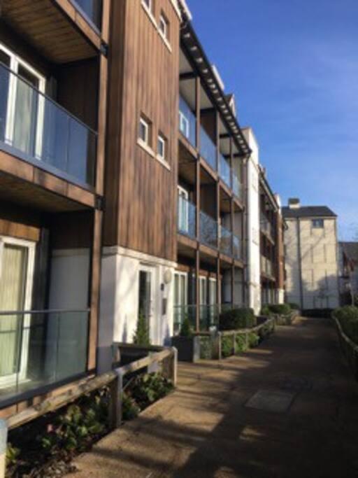 Elegant Apartment With Fantastic River Views Apartments