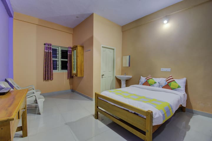 Lively 1BR Home Studio in Somwarpet-Flash Sale⚡