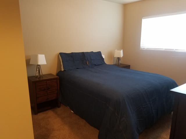 Cozy Apartment Conveniently Located - Bozeman - Apartment