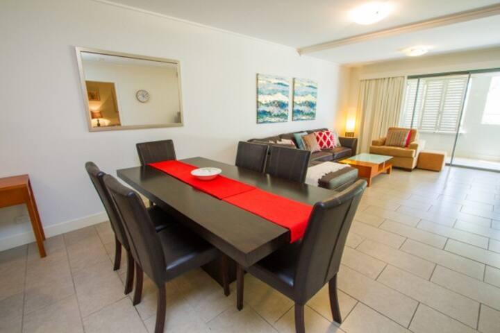 Sea La Vie - Beachfront Resort Apartment