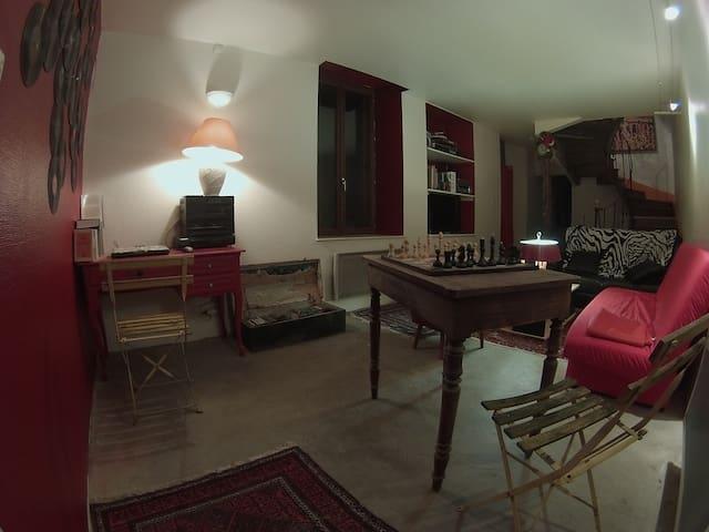 Maison d'artistes pour voyageur - Lamarche - House