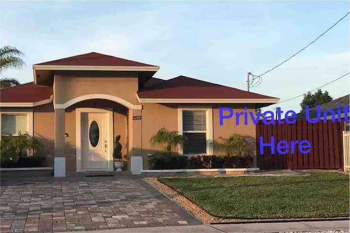 Private Entrance **5 MIN FROM PBI AIRPORT**