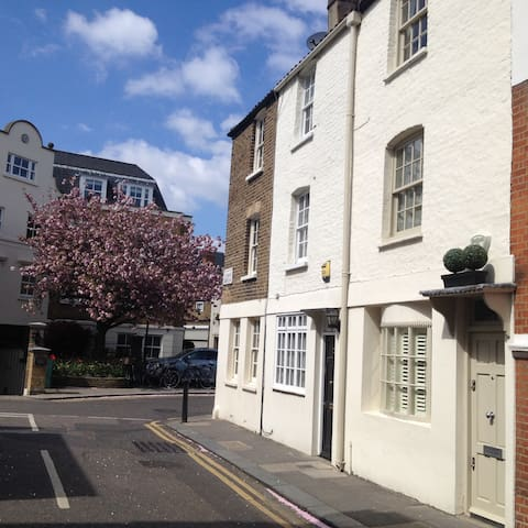 The St Alban - One bed Cottage in Kensington