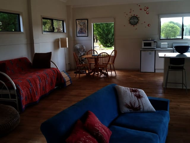 The Old Strawberry Farm Cottage - East Nannup - Chalet