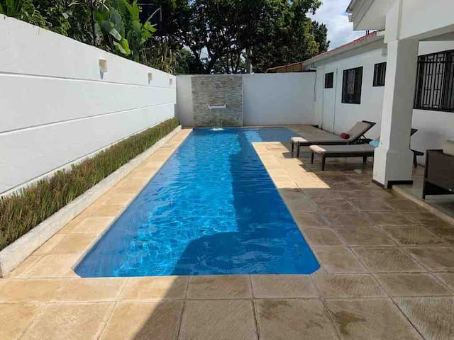 Gorgeous House w/private pool Bella casa c/piscina
