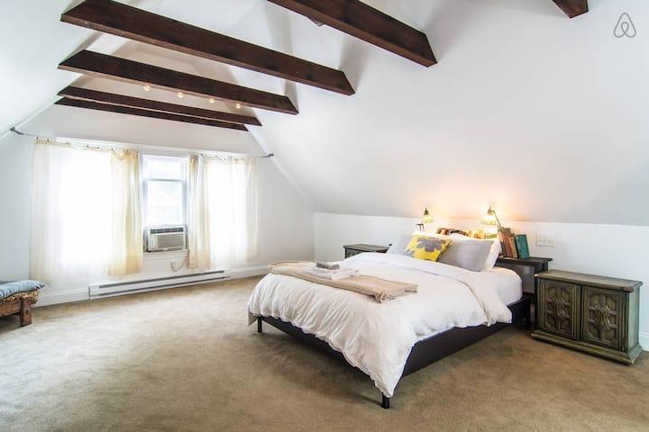 Gordon Square Private Suite